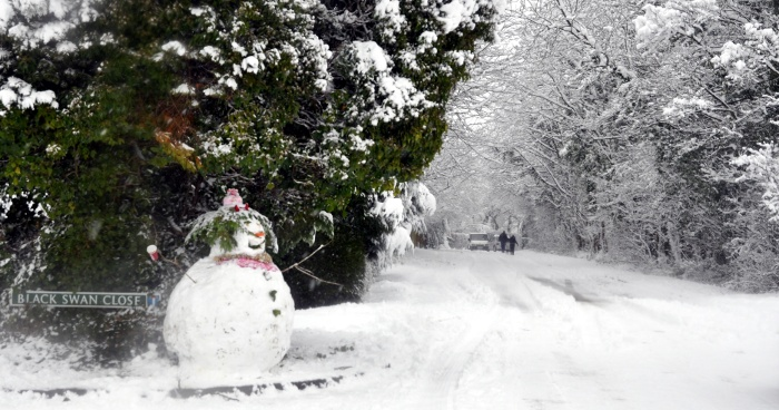 Snowman in Black Swan Close, Pease Pottage